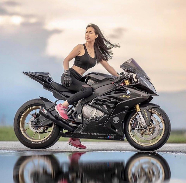 BMW S1000RR do cua co nang Gymer va chu ca full black - 3