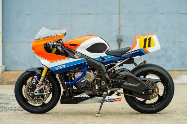 BMW S1000RR do gay can voi kieu dang dam chat Retro Cafe Racer - 4
