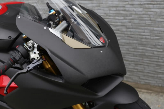 Ducati Panigale V4 S do cuc chat trong dien mao fullsix Carbon - 3