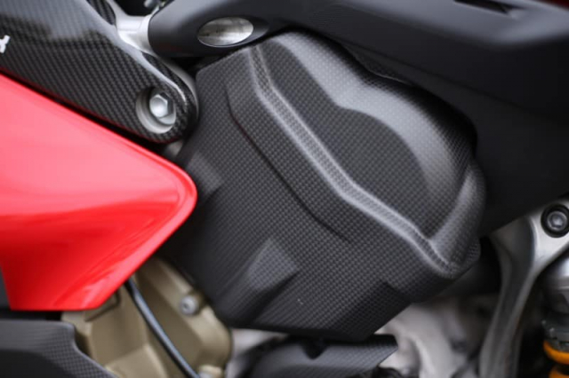 Ducati Panigale V4 S do cuc chat trong dien mao fullsix Carbon - 9
