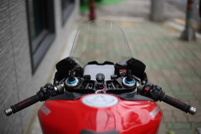 Ducati Panigale V4 S do cuc chat trong dien mao fullsix Carbon