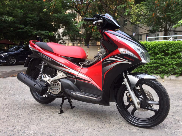 Honda Airblade 110 Fi dau to do den Sports bien HN