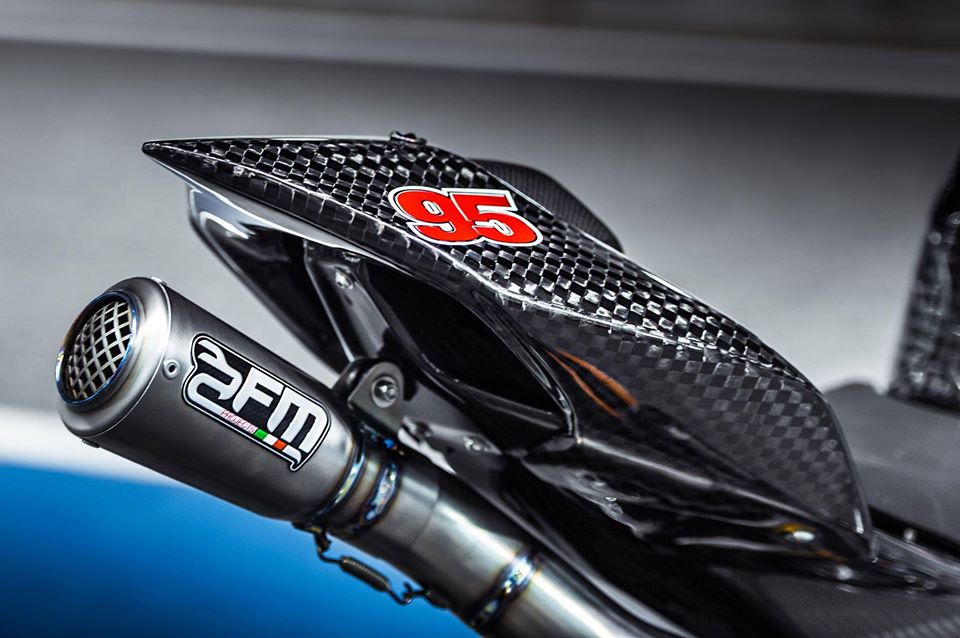 Ducati Panigale V4 do day gay can voi dien mao Full Carbon - 11