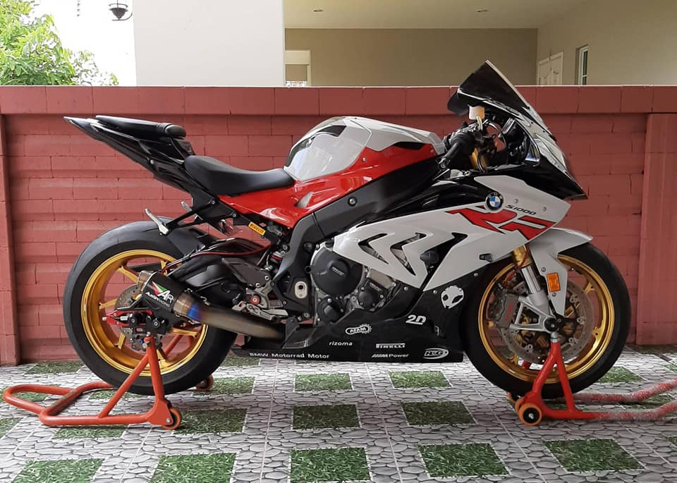 BMW S1000RR do hoan thien voi dien mao full do choi