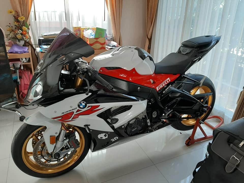 BMW S1000RR do hoan thien voi dien mao full do choi - 8