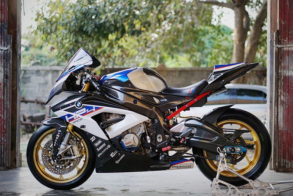 BMW S1000RR do day loi cuon trong dien mao HP4 Race - 8