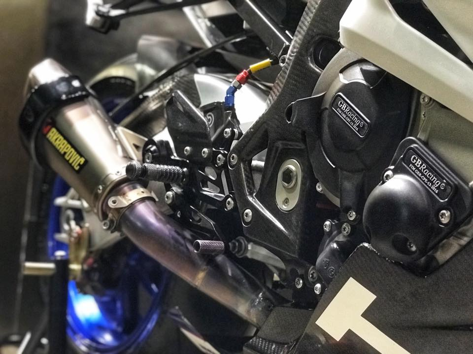 BMW S1000RR do com can theo phong cach HP4 - 11