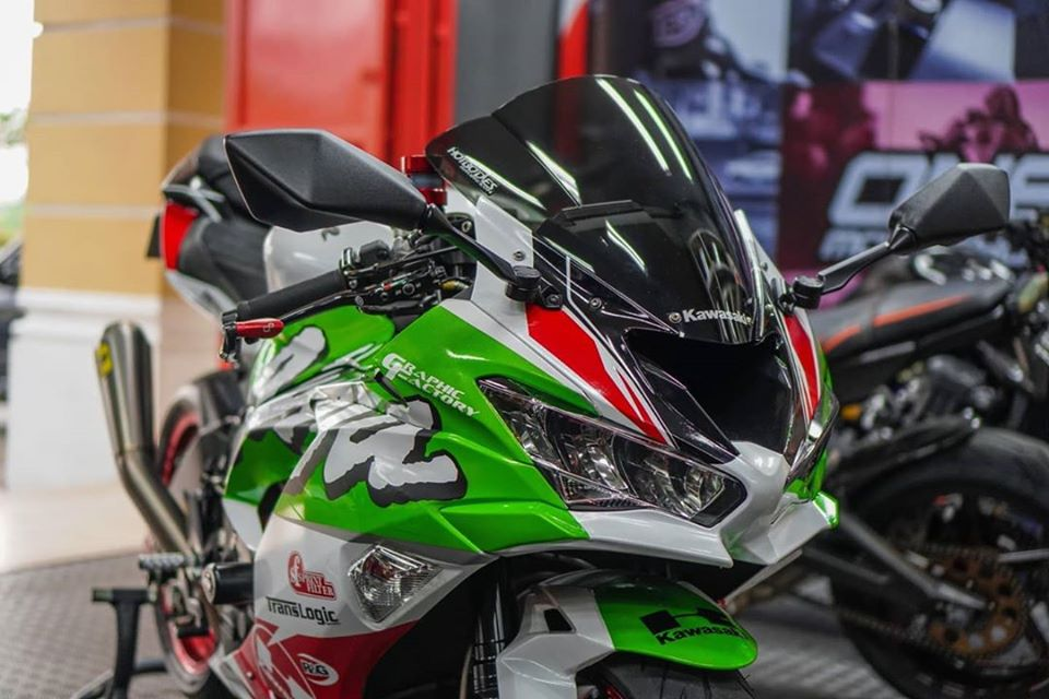 Kawasaki ZX6R do boc lua trong dien mao Racing