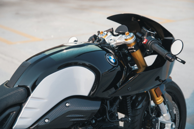 BMW RnineT do theo chu de The Dark Knight