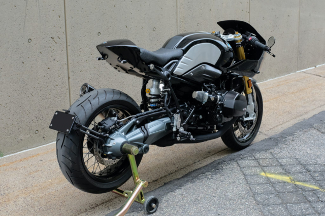 BMW RnineT do theo chu de The Dark Knight - 10