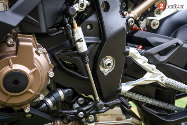 Can canh BMW S1000RR phien ban MPerformance voi gia hon 1 ty dong tai Viet Nam - 27