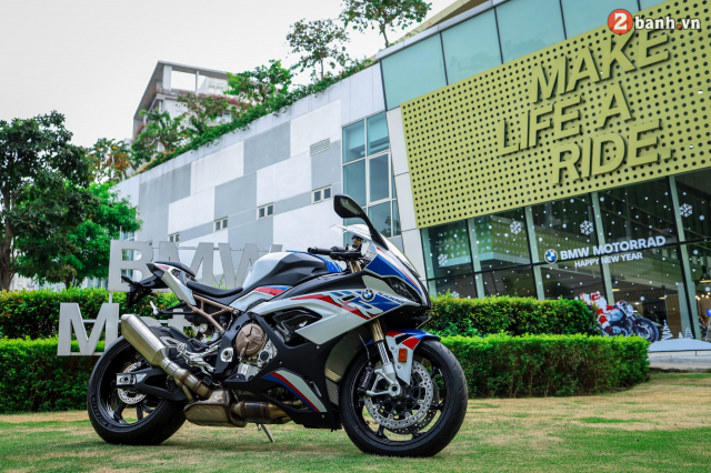 Can canh BMW S1000RR phien ban MPerformance voi gia hon 1 ty dong tai Viet Nam