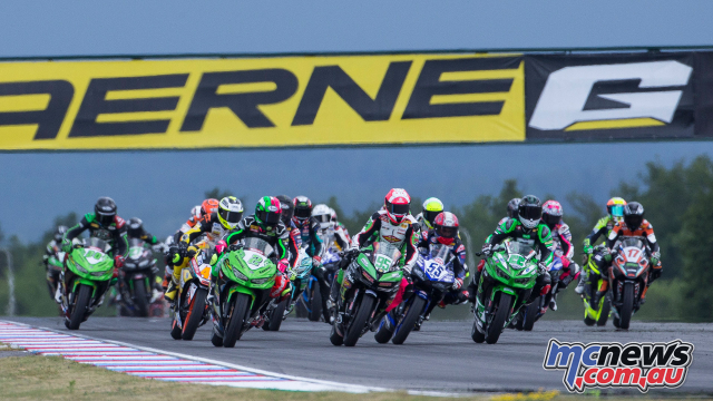 Cha cua Maverick Vinales xay dung doi trong World Supersport 300 - 3