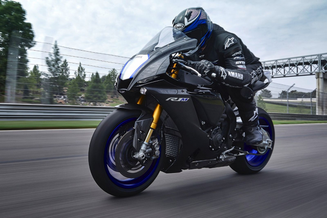Chon Yamaha R1M hay S1000RR MPerformance trong tam gia 1 ty dong - 3