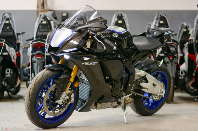 Chon Yamaha R1M hay S1000RR MPerformance trong tam gia 1 ty dong - 11