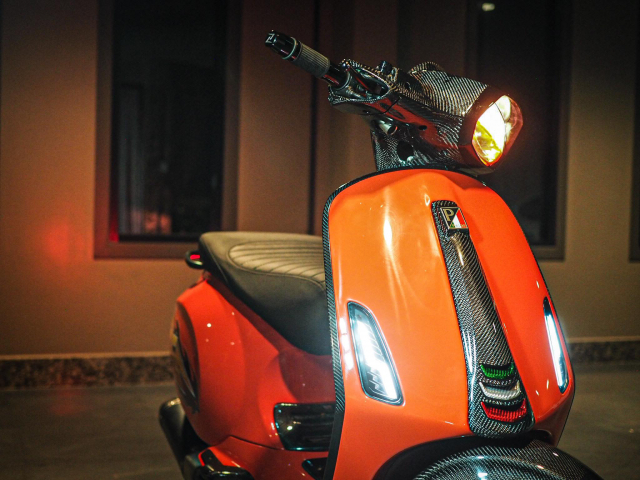 Vespa do ruc lua trong bo canh day phong cach - 3