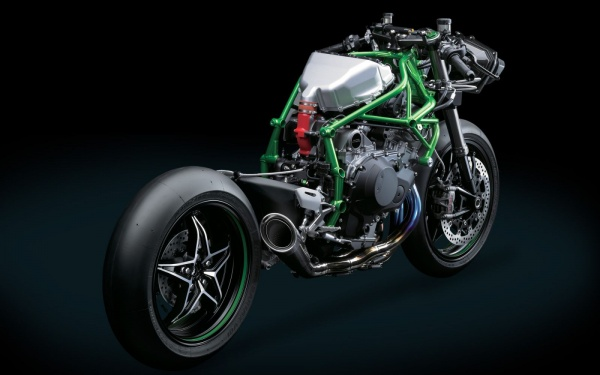 So sanh 2 Superbike co toc do vuot nguong 320kmh hien nay - 8