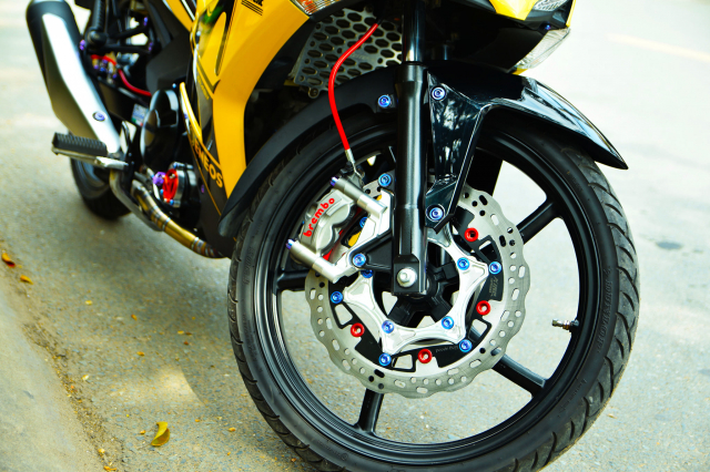 Ngam Exciter 150 do dan chan Brembo xin dung noc - 5
